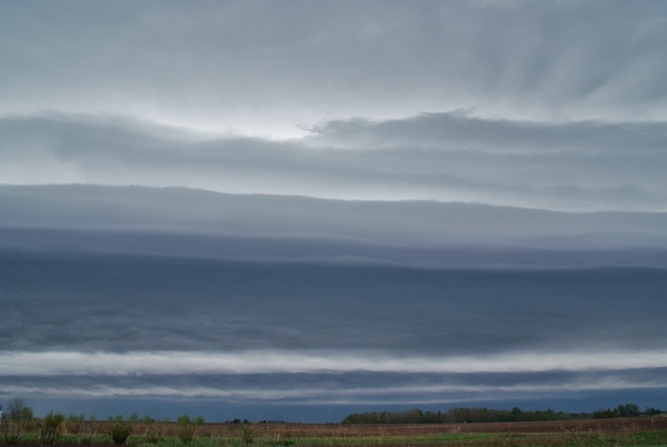 Riiulpilv - Shelf cloud (Cb arc) (foto: Terle Roondik, 2013)