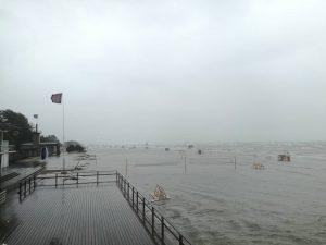 Kõrge veetase Pärnu rannas. Foto: Marten Raudmäe