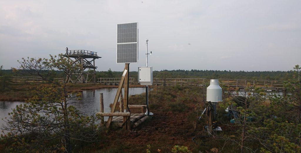 Mõõteseadmed Tooma soojaamas: laukast aurumise jaam koos sademete ja tuule anduriga. Foto: Juhan Hinnov
